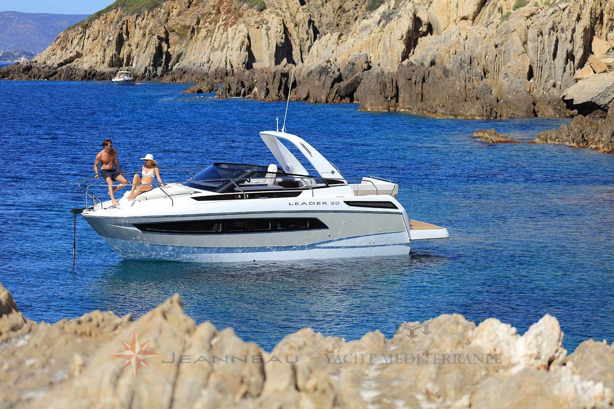 Bateau moteur Jeanneau-Leader 30bateau a Marseille Yatch mediterranee