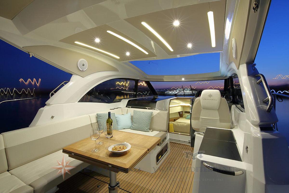 Bateau moteur Jeanneau-Leader 33 bateau a Marseille Yatch mediterranee