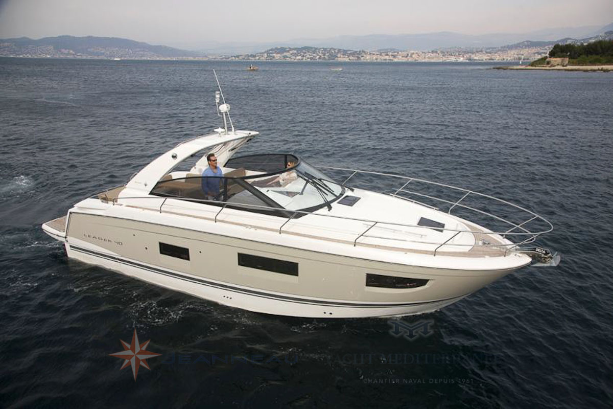 Bateau moteur Jeanneau Leader 40 bateau a Marseille Yatch Méditerranée