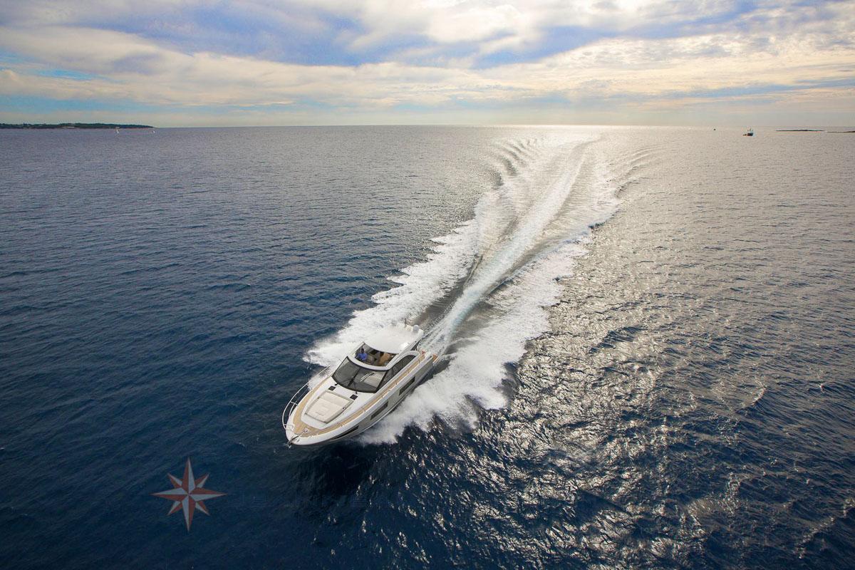 Bateau moteur Jeanneau Leader 46 bateau a Marseille Yatch Méditerranée