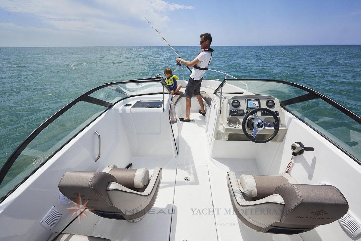 Cap Camara bow rider 6.5BR bateau moteur in board Jeanneau bateau à Marseille Yatch-Méditerranée