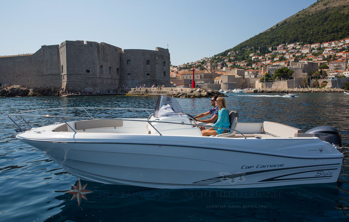 Bateau Hors bord Cap Camarat 7.5 CC Center Console Serie 2 Jeanneau – Yacht Méditerranée Marseille