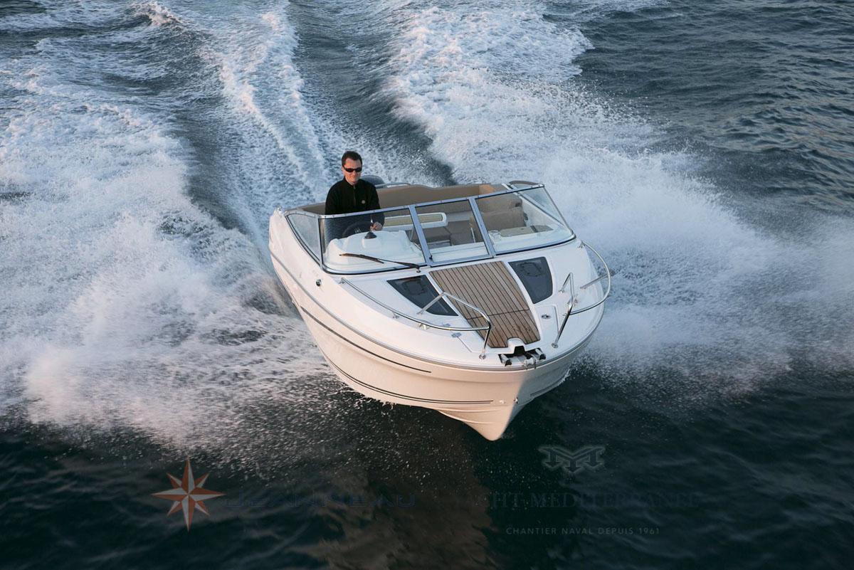 Bateau Hors bord Jeanneau Cap Camarat 6.5 DC Day Cruiser – Yacht Méditerranée Marseille vente de bateaux neufs et occasions