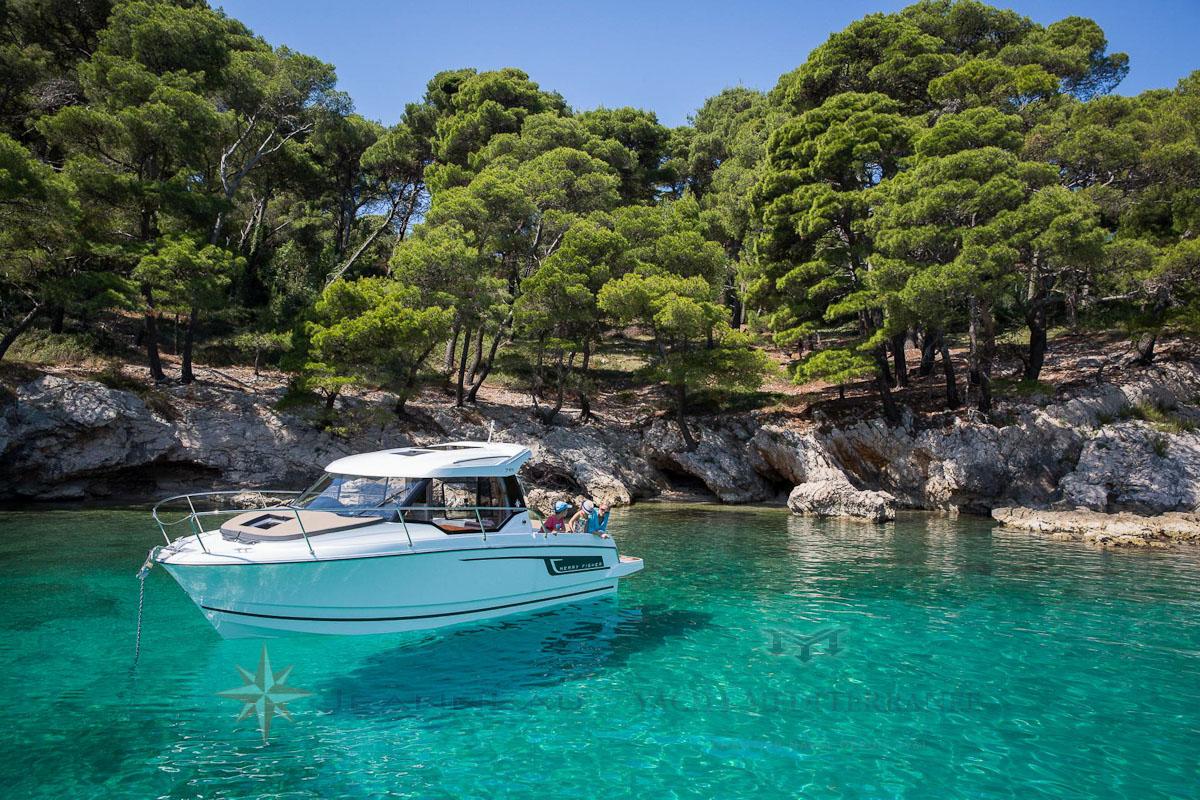 Bateau Hors bord Jeanneau Merry Fisher 795 – Yacht Méditerranée Marseille vente de bateaux neufs et occasions