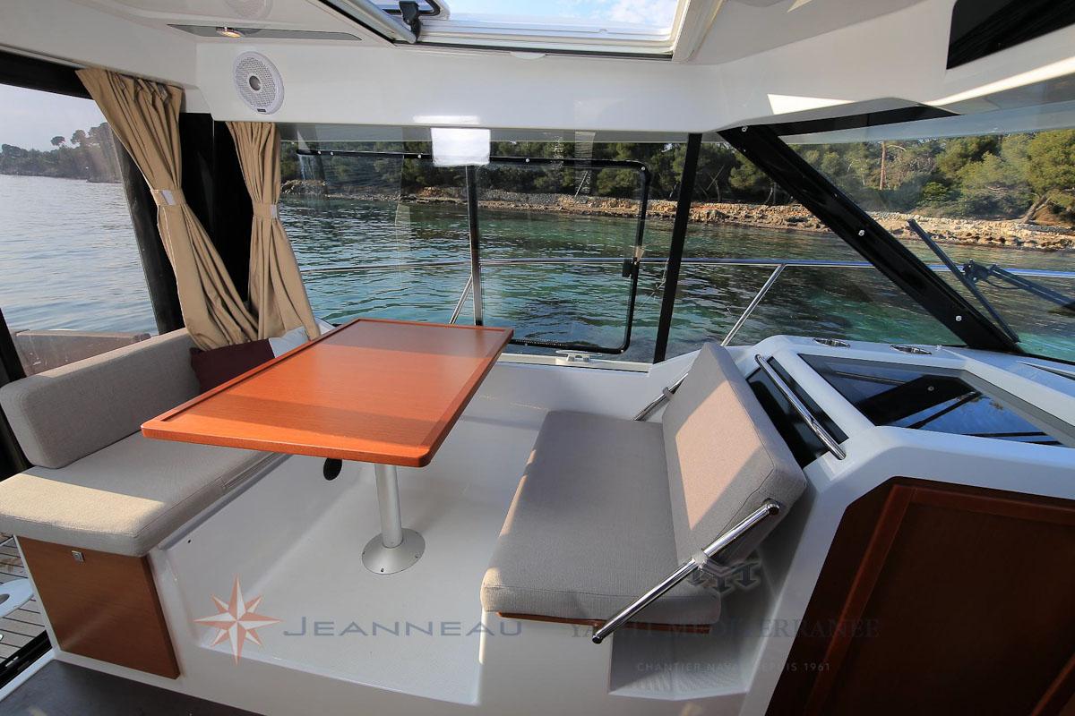 Bateau Hors bord Jeanneau Merry Fisher 895 – Yacht Méditerranée Marseille vente de bateaux neufs et occasions