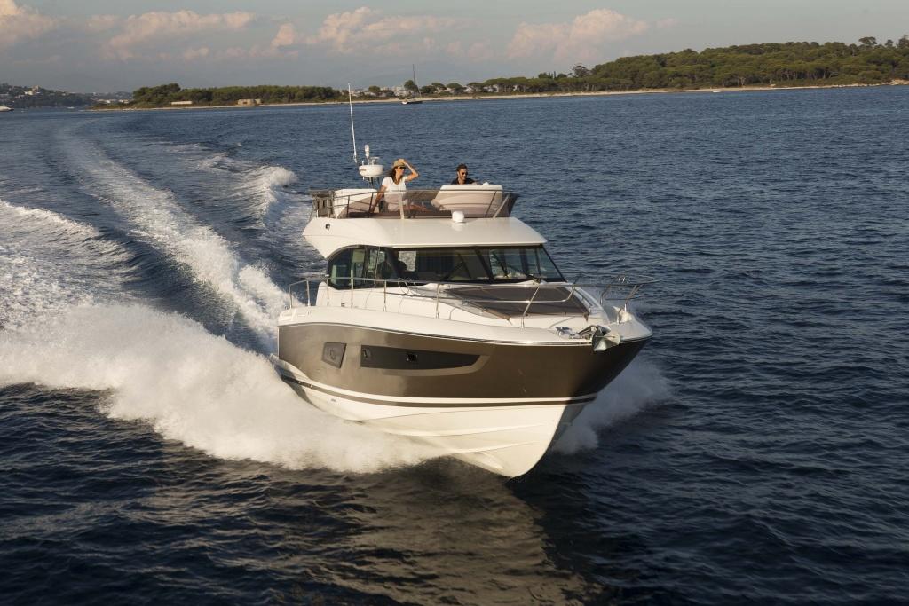 Flybridge Line Prestige 420 Luxury Yachts - Yacht Méditerranée Jeanneau Marseille - Nice -Cannes