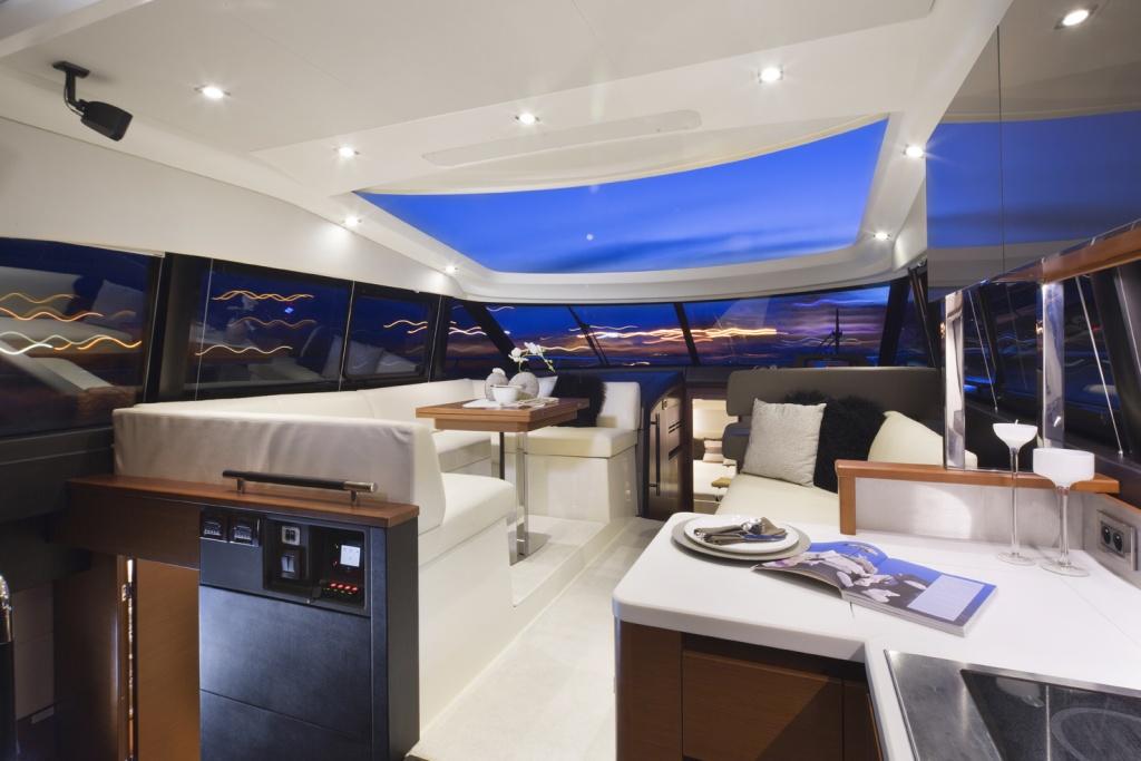 Flybridge Line Prestige 450 Luxury Yachts - Yacht Méditerranée Jeanneau Marseille - Nice -Cannes