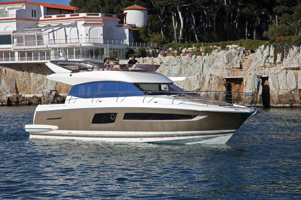 Luxury Yachts Flybridge Line Prestige 500 - Yacht Méditerranée Jeanneau Marseille - Nice -Cannes