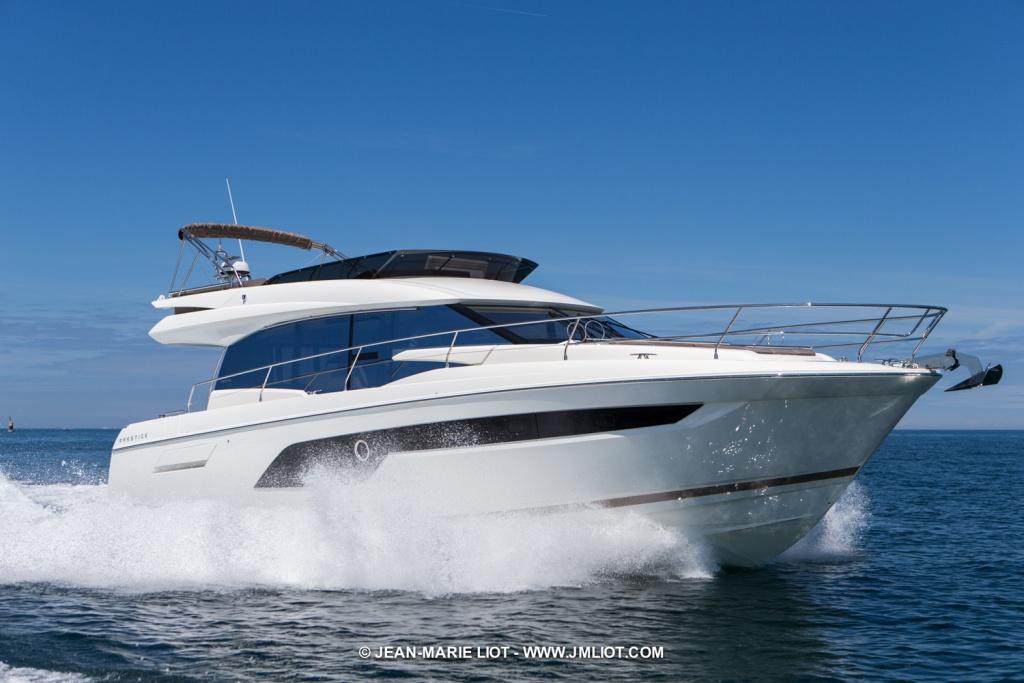 Luxury Yachts Flybridge Line Prestige 520 - Yacht Méditerranée Jeanneau Marseille - Nice -Cannes
