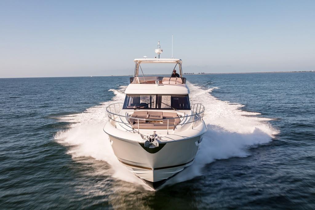 Luxury Yachts Flybridge Line Prestige 560 - Yacht Méditerranée Jeanneau Marseille - Nice -Cannes