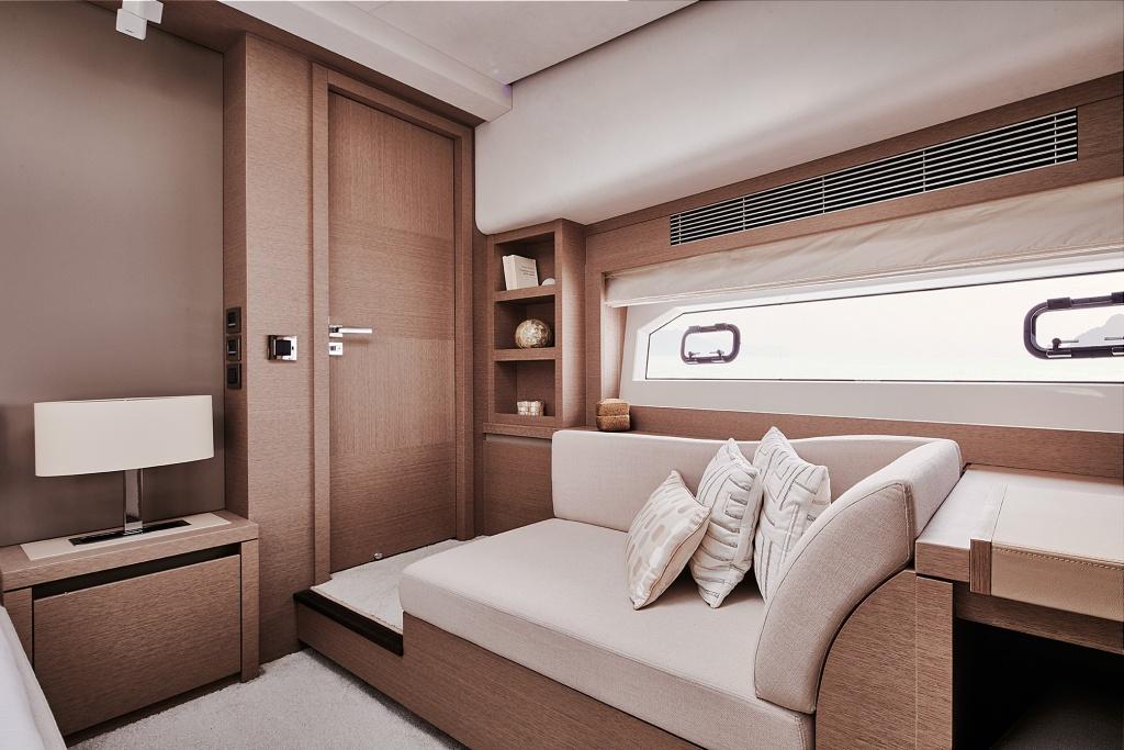 Prestige Yacht Division – Prestige 680 Sportfly – Yacht Méditérranée Marseille nice cannes – Luxury Yachts