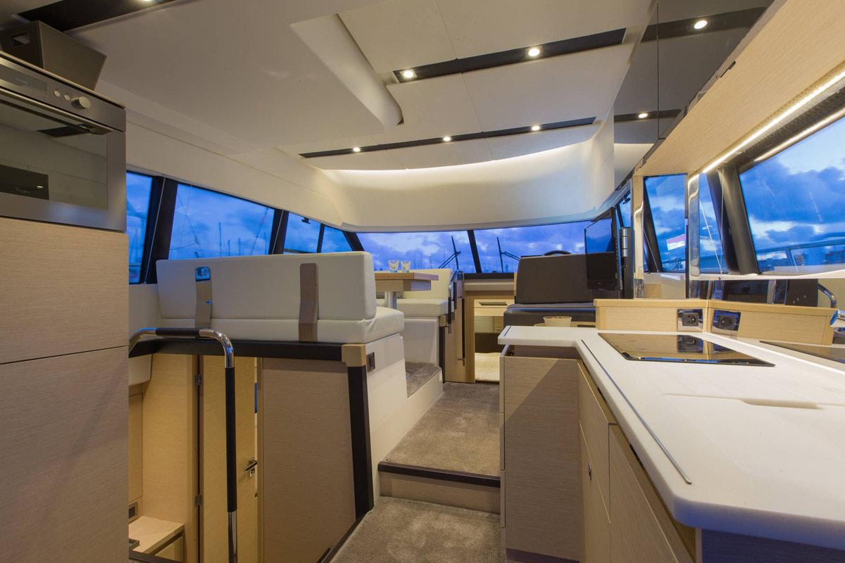 Prestige 420 Flybridge Yacht - Ciotat